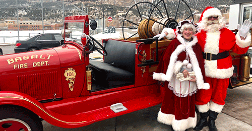 Basalt Fire Engine and Mr and Mrs Claus